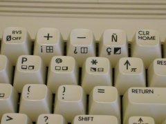 De Spaanse versie van de Commodore C64c met afwijkende toetsen op het toetsenbord.