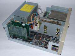 Binnenzijde van de Commodore PC 30-III computer.