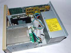 Binnenzijde van de Commodore PC 35-III computer.