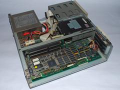 Binnenzijde van de Commodore 386SX-16 computer.