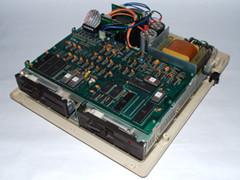 Binnenzijde van de Commodore 8250 LP disk drive.