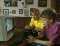 A Commodore 1084 monitor in the TV-series Anna, Schmidt und Oskar.